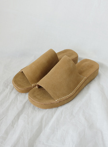 bold leather slipper@
