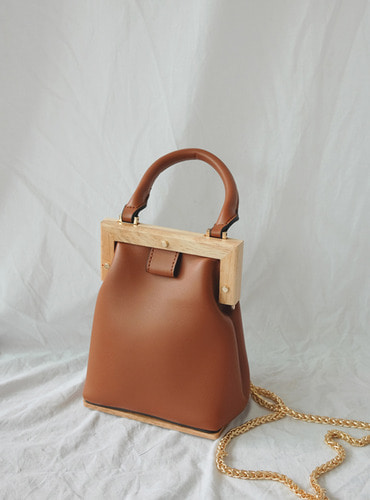 square woddy leather bag