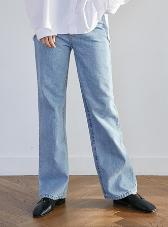 light denim pants