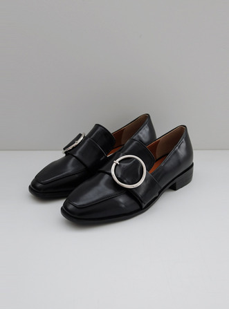 circle buckle loafer